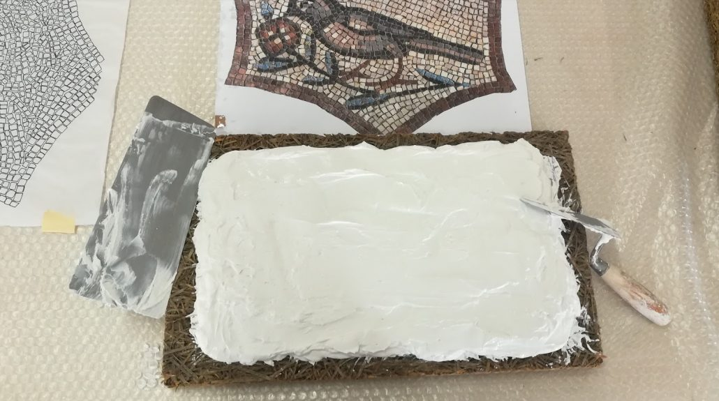 Base in grassello per il mosaico